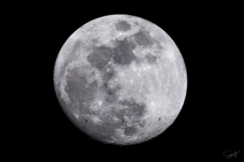 国際宇宙ステーションの月面通過